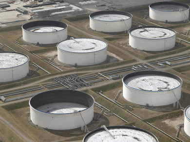 Giá dầu giảm hơn 3% do dầu lưu kho của Mỹ bất ngờ tăng